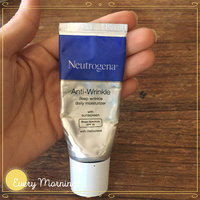 Neutrogena® Healthy Defense® Daily Moisturizer with Sunscreen Broad Spectrum SPF 30 uploaded by Yogihn M.
