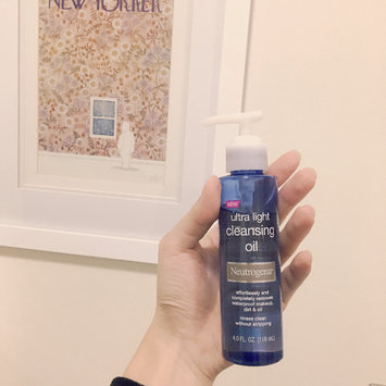 Photo of Neutrogena® Ultra Light Cleansing Oil uploaded by Olive H.