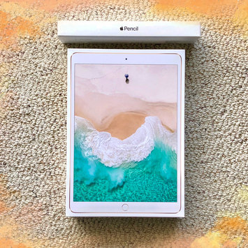 Photo of Apple iPad Pro 10.5-inch - 256GB - Gold uploaded by Roxanne Y.