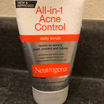 Photo of Neutrogena All-in-1 Acne Control Daily Scrub uploaded by Rosemary R.