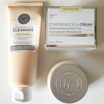 Photo of IT Cosmetics Confidence in a Cream Transforming Moisturizing Super Cream uploaded by Ayron B.