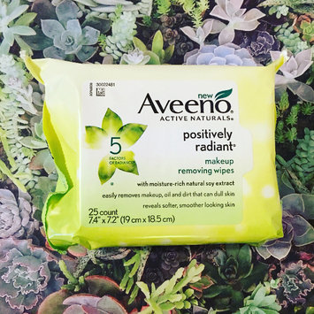 Photo of Aveeno® Active Naturals Positively Radiant Makeup Removing Wipes uploaded by K R.
