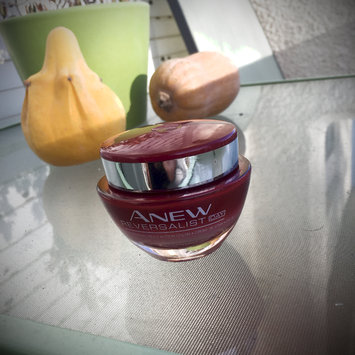 Photo of Avon Anew Reversalist Day Renewal Cream SPF 25 uploaded by Carolina A.