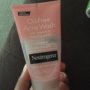 Photo of Neutrogena® Oil-Free Acne Wash Pink Grapefruit Foaming Scrub uploaded by Nikki w.