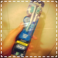 Oral-B Advantage 3D White Vivid Toothbrush uploaded by Claudia L.