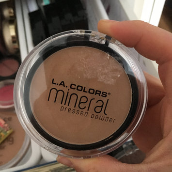 Photo of L.A. Colors Mineral Pressed Powder uploaded by Tania B.