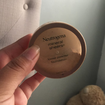 Photo of Neutrogena® Mineral Sheers Loose Powder Foundation uploaded by iliana I.