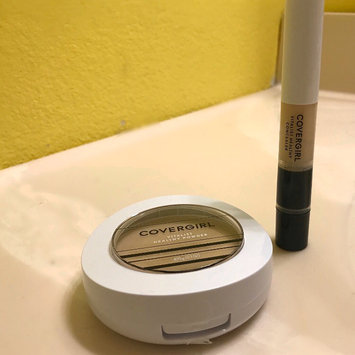 Photo of COVERGIRL Vitalist Healthy Setting Powder uploaded by Brittany G.