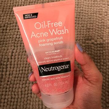 Photo of Neutrogena® Oil-Free Acne Wash Pink Grapefruit Foaming Scrub uploaded by Namrata P.