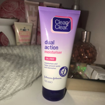 Photo of Clean & Clear® Essentials Dual Action Moisturizer uploaded by Kai 🌹.