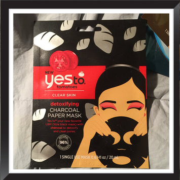 Photo of Yes To Tomatoes Detoxifying Charcoal Paper Mask uploaded by Leslie G.