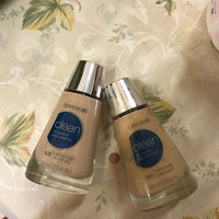 COVERGIRL Clean Oil Control Makeup 530 Classic Beige uploaded by Zoviya M.