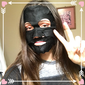 Photo of Yes To Tomatoes Detoxifying Charcoal Paper Mask uploaded by Sarajane S.