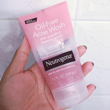 Photo of Neutrogena® Oil-Free Acne Wash Pink Grapefruit Foaming Scrub uploaded by Jaydah S.