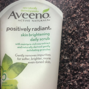Photo of Aveeno Positively Radiant Skin Brightening Daily Scrub uploaded by Leah E.