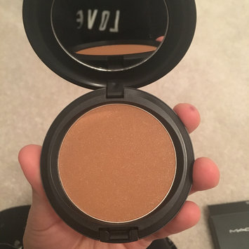 Photo of M.A.C Cosmetic Bronzing Powder uploaded by Laila H.