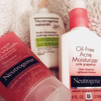 Photo of Neutrogena® Oil-Free Acne Wash Pink Grapefruit Foaming Scrub uploaded by Andreea C.