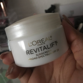 Photo of L'Oréal Paris RevitaLift Anti-Wrinkle + Firming Day Cream SPF 18 uploaded by Yadira M.