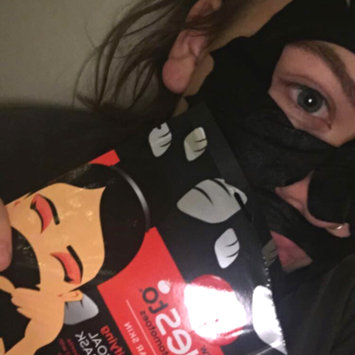 Photo of Yes To Tomatoes Detoxifying Charcoal Paper Mask uploaded by Emma C.