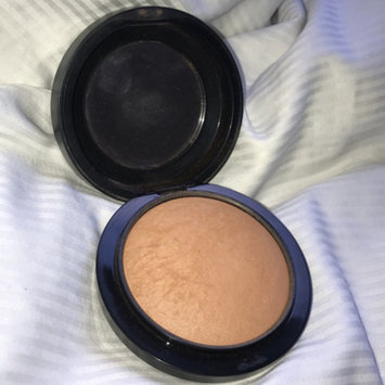 Photo of M.A.C Cosmetic Bronzing Powder uploaded by Laura S.
