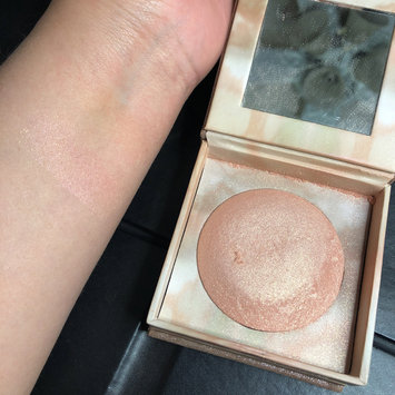 Photo of Urban Decay Naked Illuminated Shimmering Powder for Face and Body uploaded by Rocio V.