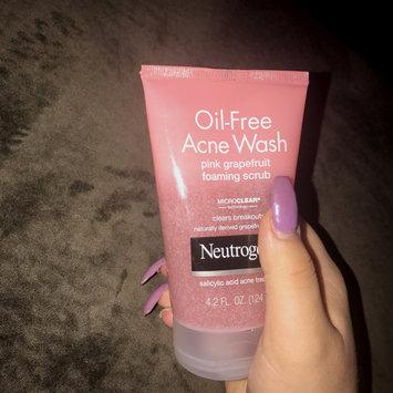 Photo of Neutrogena® Oil-Free Acne Wash Pink Grapefruit Foaming Scrub uploaded by elaina k.