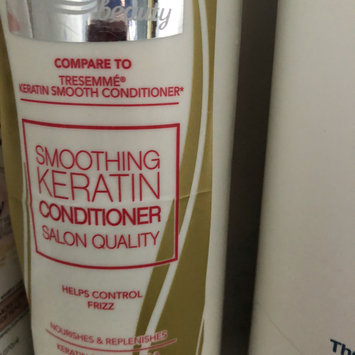 Photo of Equate Beauty Smoothing Keratin Conditioner, 25 fl oz uploaded by Alexxandria H.