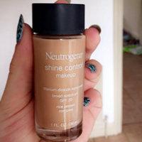 Neutrogena® Shine Control Liquid Makeup SPF 20 uploaded by Andrea C.
