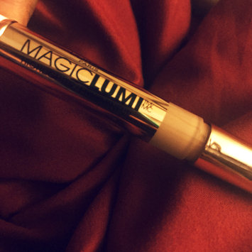Photo of L'Oréal Paris MAGIC by Studio Secrets Magic Lumi Highlighting Concealer uploaded by Christina G.