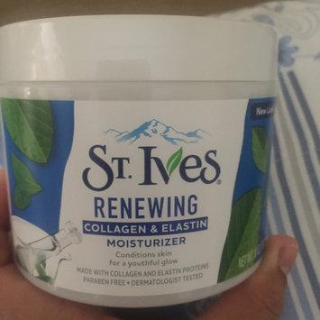 Photo of St. Ives Renewing Collagen Elastin Moisturizer uploaded by Estefania V.