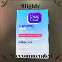 Clean & Clear® Oil Absorbing Sheets uploaded by Teigra S.