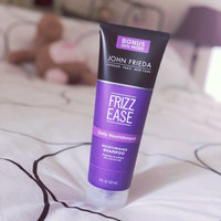 John Frieda® Frizz Ease Straight Fixation® Styling Crème uploaded by Jéssica T.