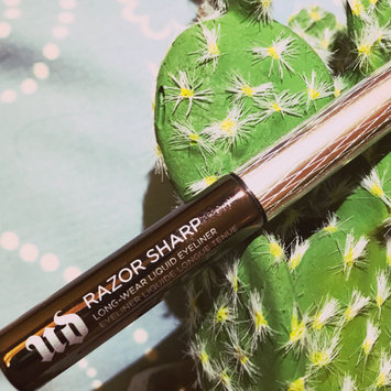 Photo of Urban Decay Razor Sharp Water-Resistant Longwear Liquid Eyeliner uploaded by Zoviya M.