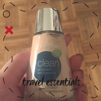 Photo of COVERGIRL Clean Matte Liquid Foundation uploaded by Irene L.