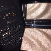 Anastasia Beverly Hills Amrezy Highlighter light brilliant gold uploaded by Ellie R.