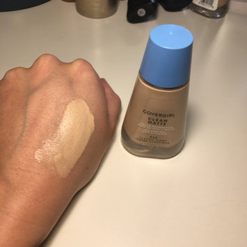 Photo of COVERGIRL Clean Matte Liquid Foundation uploaded by Hannah J.
