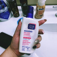 Clean & Clear® Essentials Dual Action Moisturizer uploaded by Gwen H.