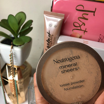 Photo of Neutrogena® Mineral Sheers Loose Powder Foundation uploaded by Yana S.