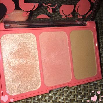Photo of COVERGIRL Peach Punch Highlighter Palette uploaded by Charlene V.
