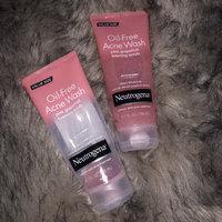 Neutrogena® Oil-Free Acne Wash Pink Grapefruit Foaming Scrub uploaded by Dayan M.