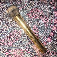 Morphe Y7 Round Buffer Brush uploaded by Antonia H.