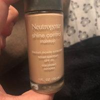 Neutrogena® Shine Control Liquid Makeup SPF 20 uploaded by Emily G.