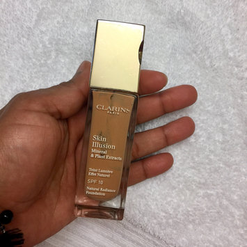 Photo of Clarins Skin Illusion SPF 10 Natural Radiance Foundation uploaded by Markelys Q.