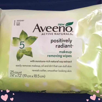 Photo of Aveeno® Active Naturals Positively Radiant Makeup Removing Wipes uploaded by Vanessa F.