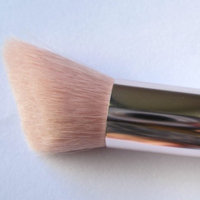 Fenty Beauty Cheek-Hugging Highlight Brush 120 uploaded by lilly d.