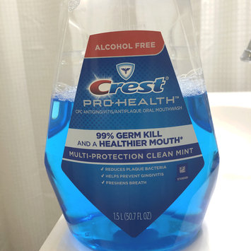 Photo of Crest Pro-health Multi-protection Mouthwash uploaded by Dayana F.