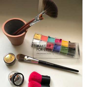 Photo of MAKE UP FOR EVER 12 Flash Color Case uploaded by Lina M.