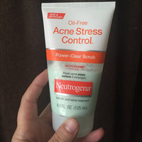 Neutrogena® Oil-Free Acne Stress Control® Power-Clear Scrub uploaded by Amber U.