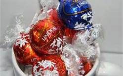 Photo of Lindt Lindor Stracciatella Chocolate uploaded by Amy D.