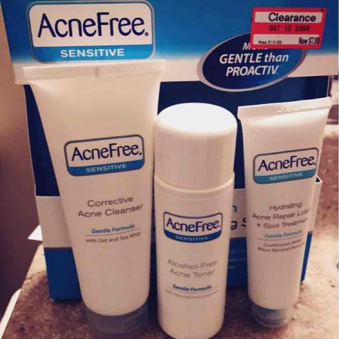 University Medical AcneFree 24 Hour Acne Clearing Sensitive Skin Kit, 1 set uploaded by Ashlee F.